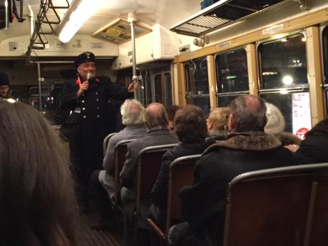 """Der Schwarzkappler hat die Fahrgäste in """"seiner Bim"""" fest im Griff!"""
